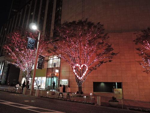 けやき坂 ハート イルミネーション(2014年11月12日、Nikon P340で撮影)