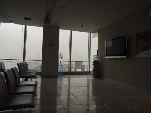 黄砂 有楽町の上空が茶色い(ニコンP310で撮影)