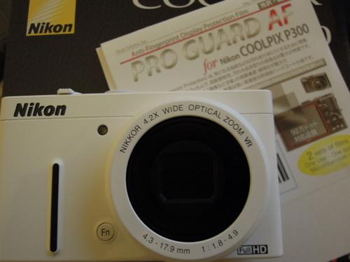 Nikon COOLPIX P310 ホワイトに液晶保護フィルムを貼る