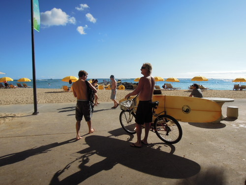 ハワイ ビーチ サーファー自転車 Nikon COOLPIX P300
